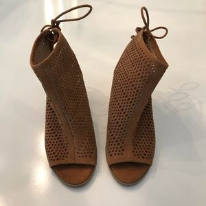 Report Brown netted laced heels